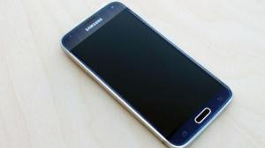 Galaxy-S5-Prime-shows-its-metal-body